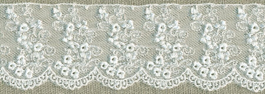 Gathered Lace ~ White Cotton with Embroidered Teddies ~ 50mm Wide